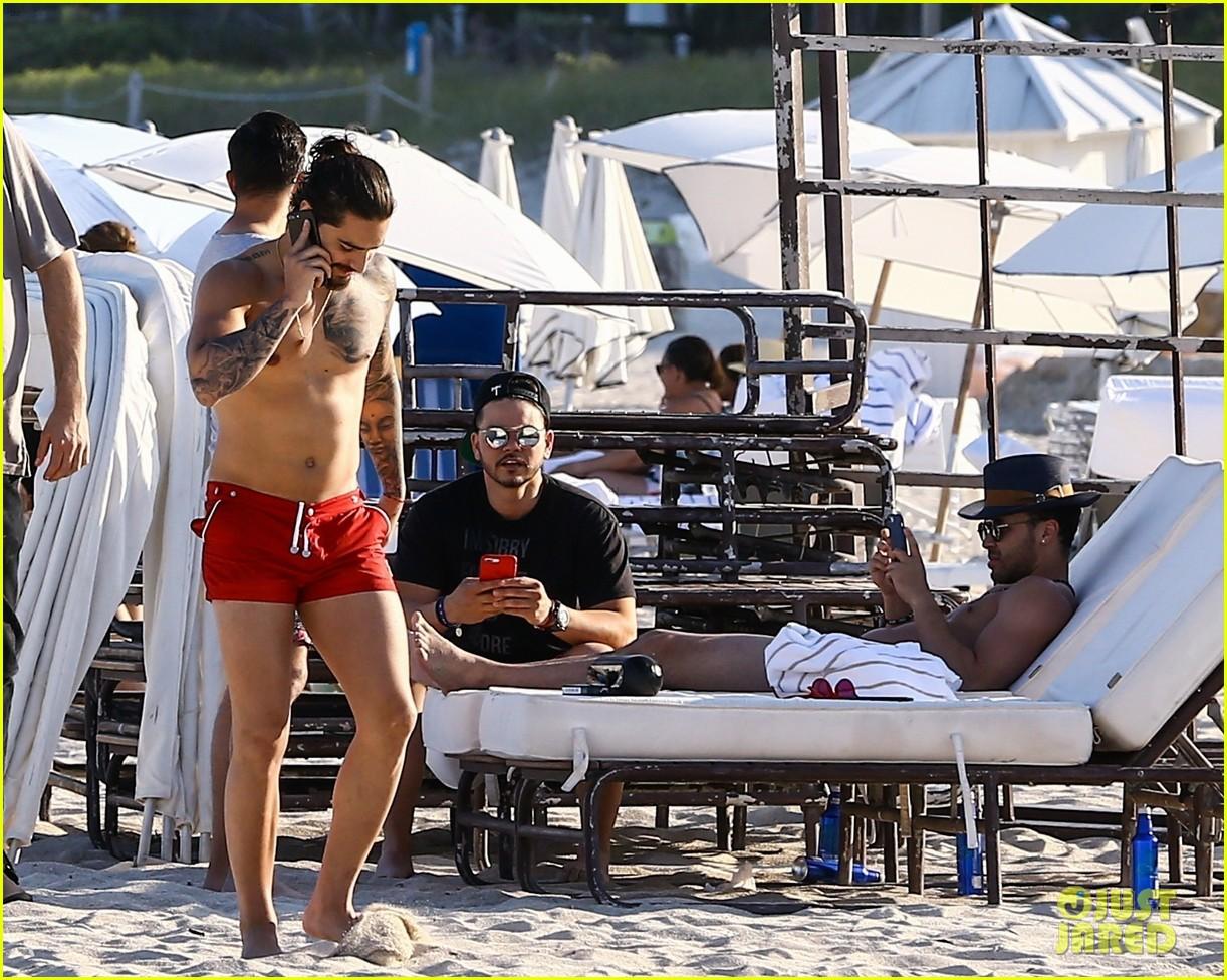 maluma flaunts shirtless body on vacation with prince royce 094052212
