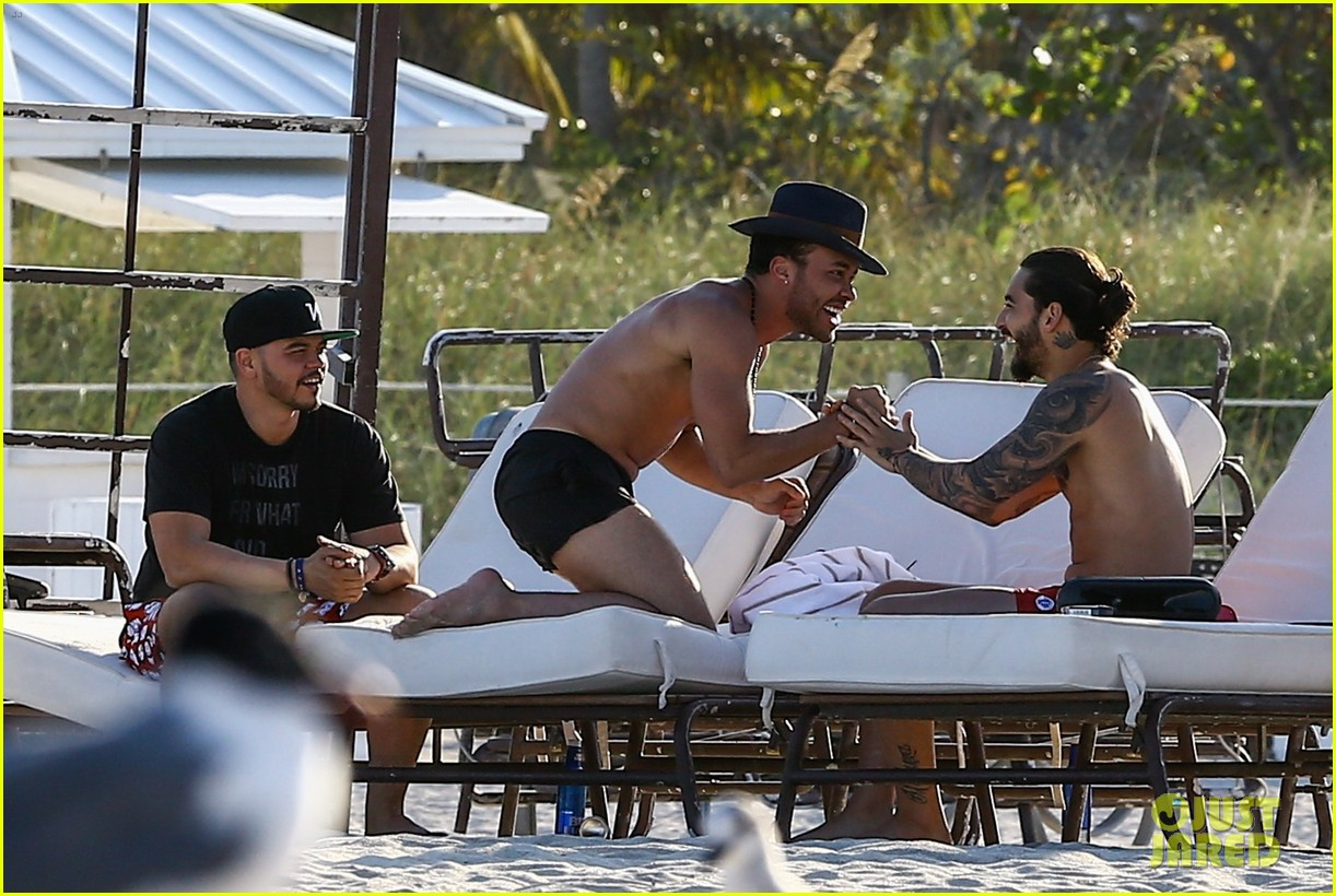 maluma flaunts shirtless body on vacation with prince royce 234052226