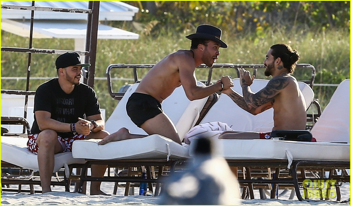 maluma flaunts shirtless body on vacation with prince royce 244052227