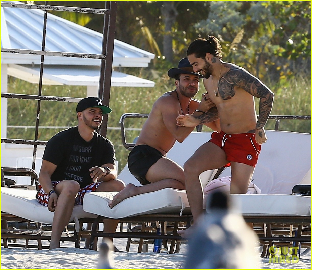 maluma flaunts shirtless body on vacation with prince royce 254052228