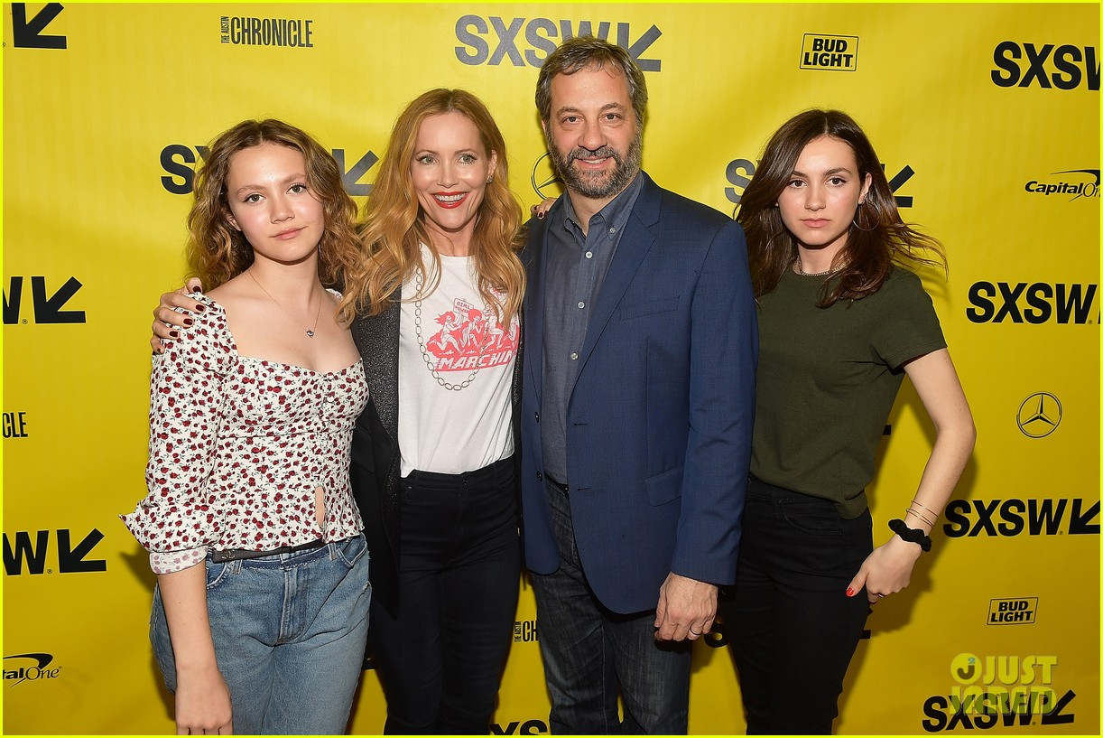 leslie mann judd apatow  joined  daughters  blockers premiere photo  iris