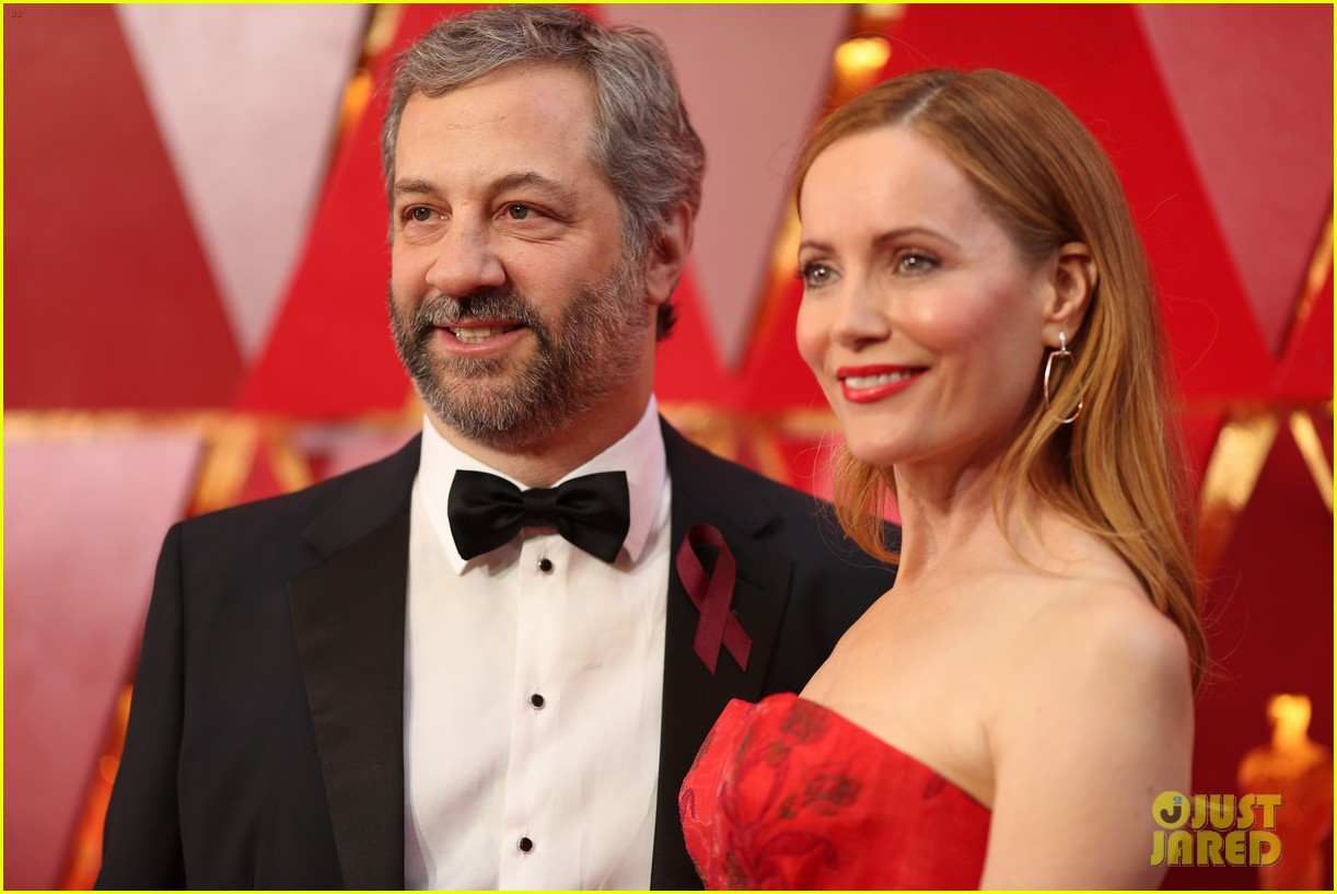 leslie mann judd apatow arrive in style for oscars 2018 024044588
