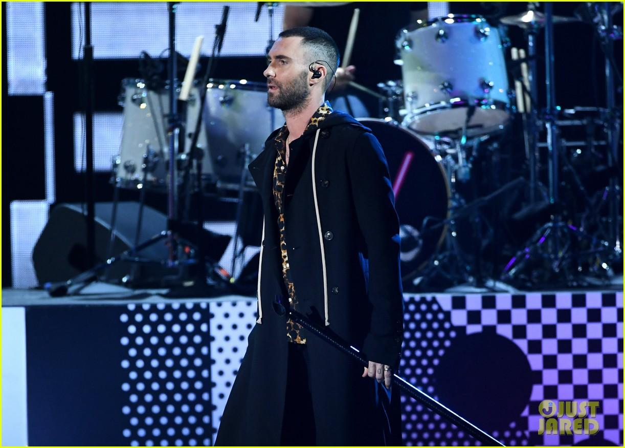 adam levine maroon 5 iheartradio music awards 2018 074049344