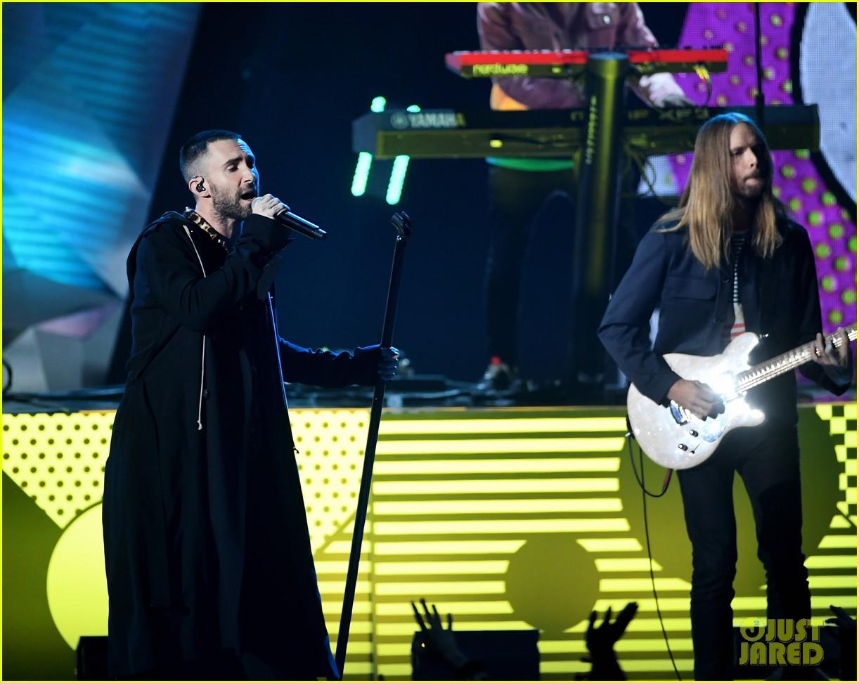 adam levine maroon 5 iheartradio music awards 2018 114049348