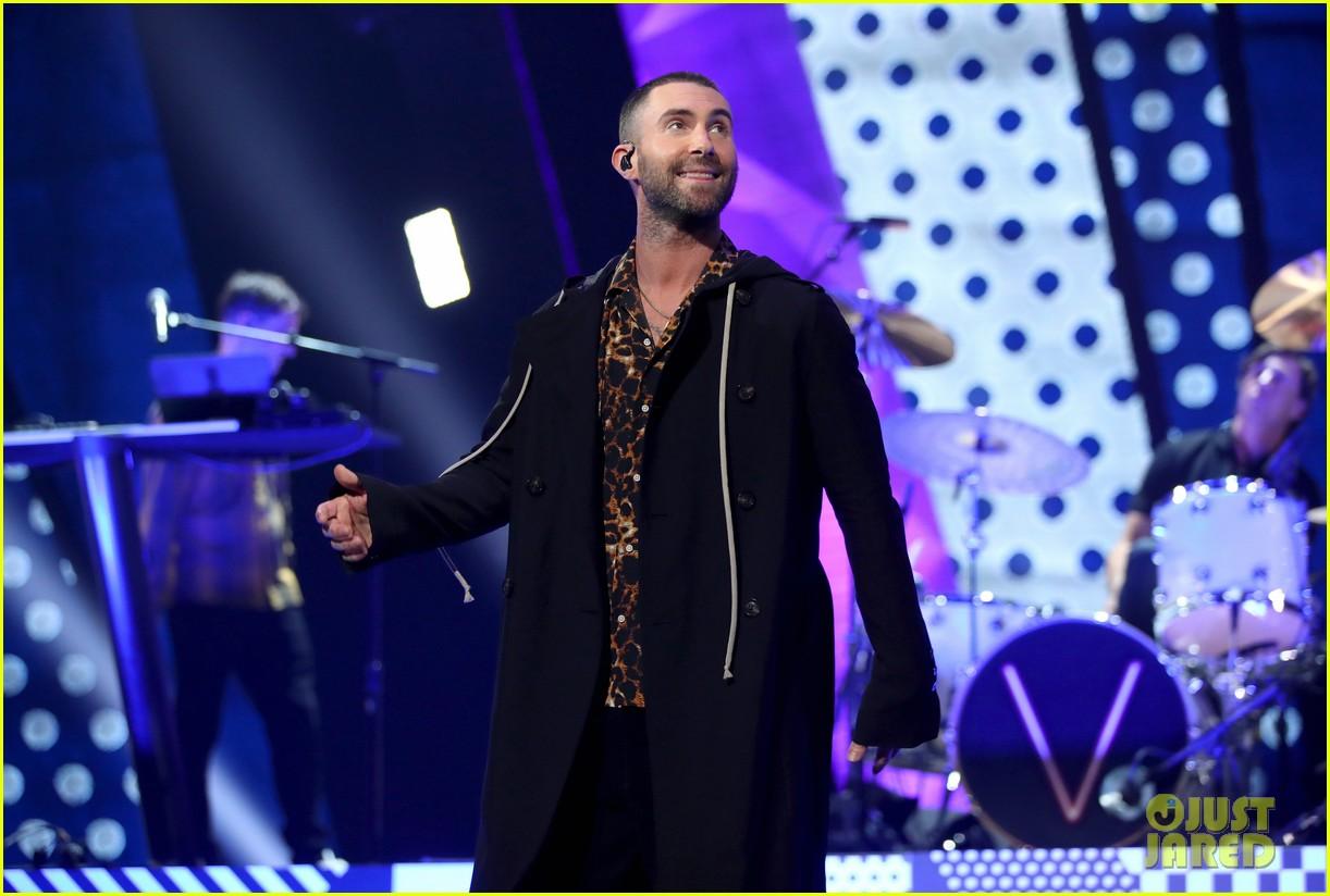 adam levine maroon 5 iheartradio music awards 2018 204049357