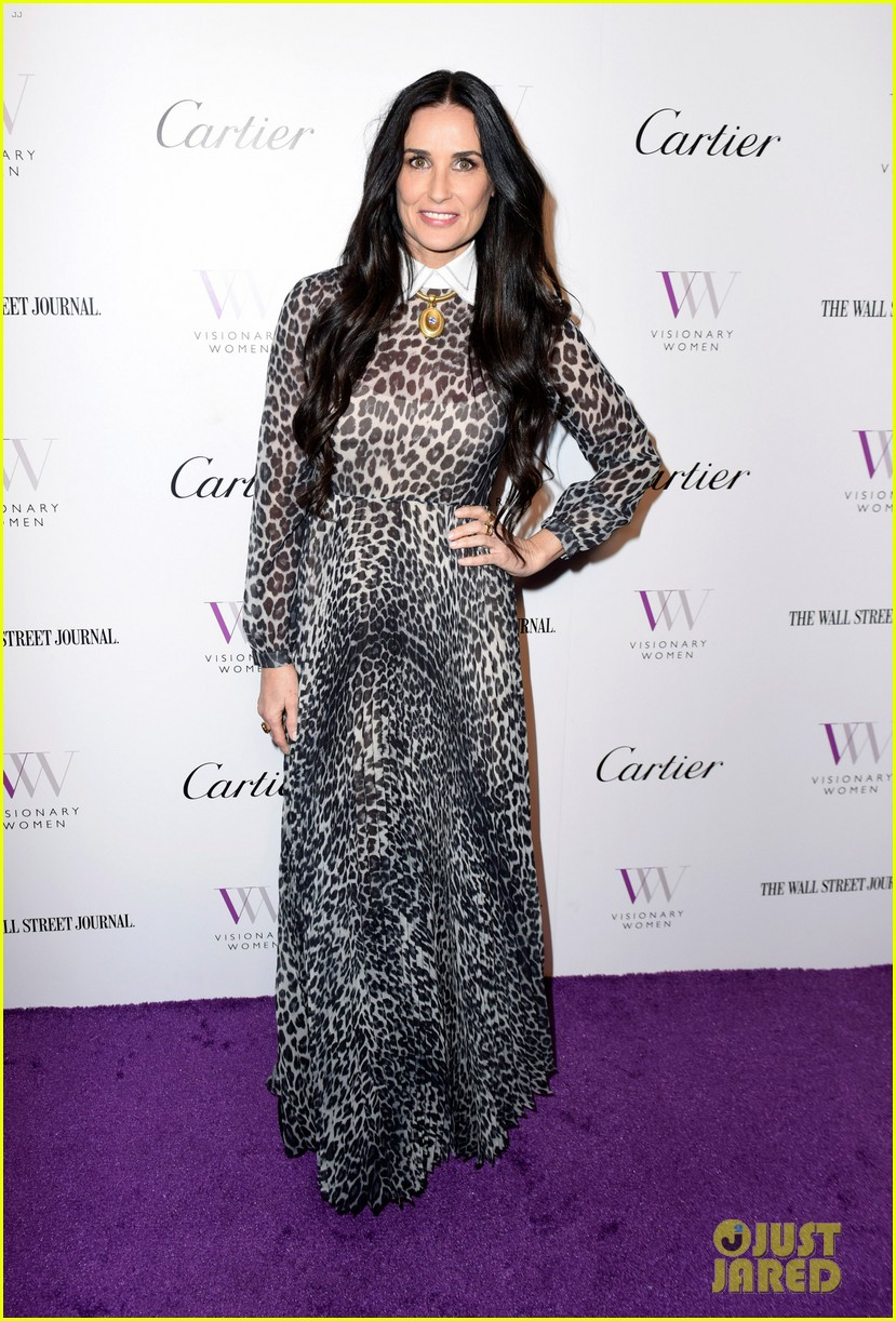 demi moore gets support from daughters scout tallulah at visionary womens honor 014048391