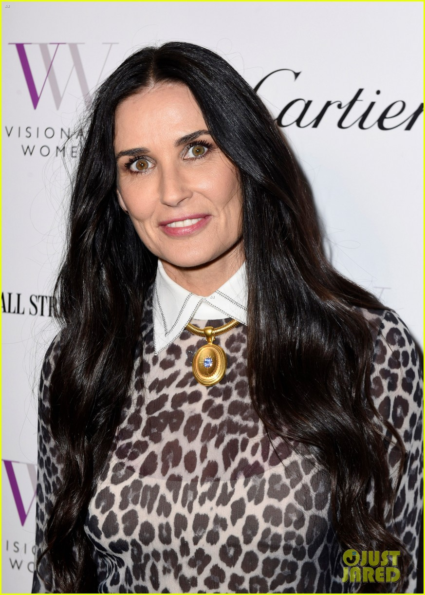 demi moore gets support from daughters scout tallulah at visionary womens honor 034048393