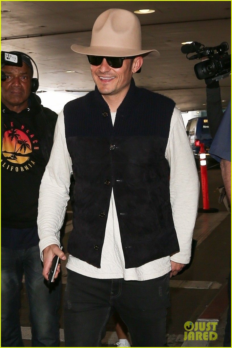 Orlando Bloom Shows Off His Style While Arriving in LA!  Photo ... 47b197c55fe