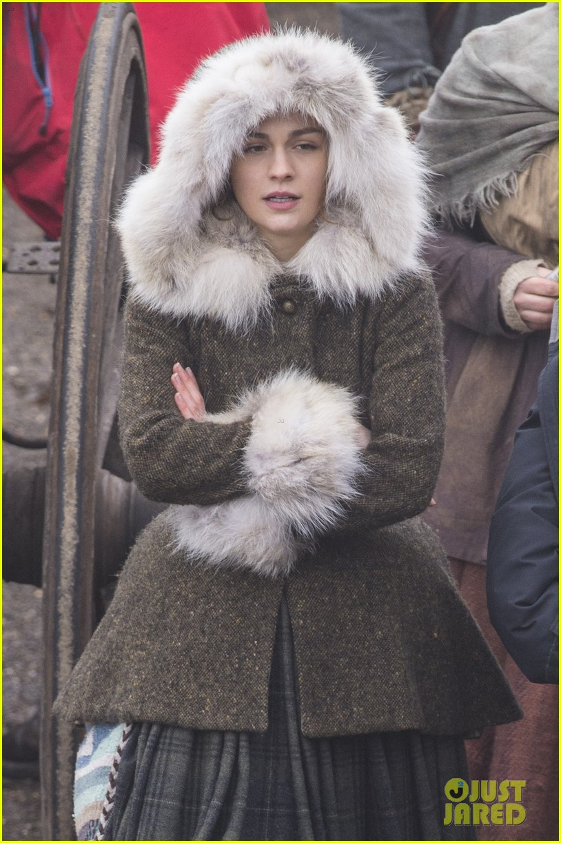 sophie skelton outlander set 054046453
