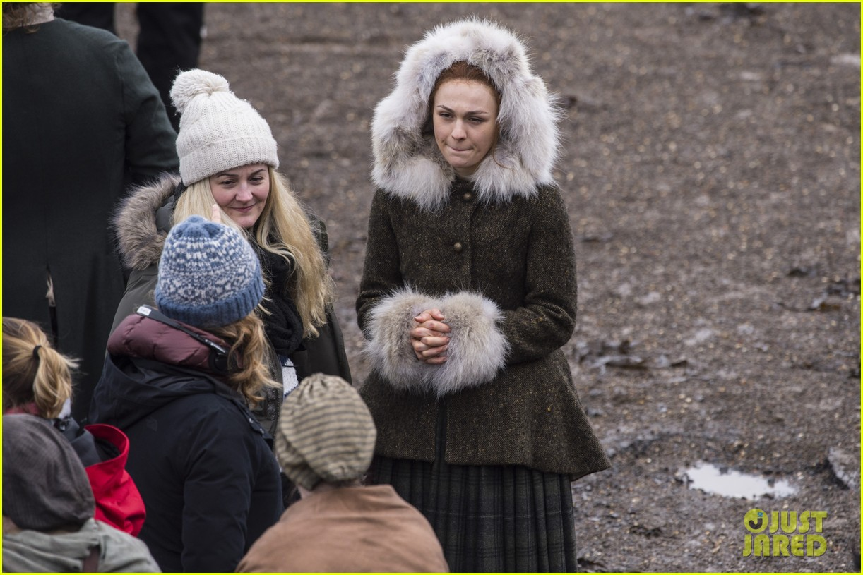 sophie skelton outlander set 094046457