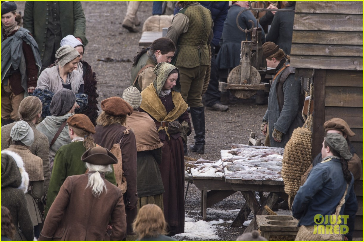 sophie skelton outlander set 394046487