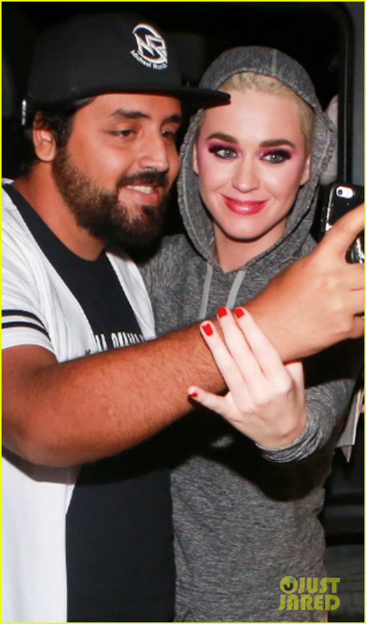 katy perry greets fans at rio airport 044052305