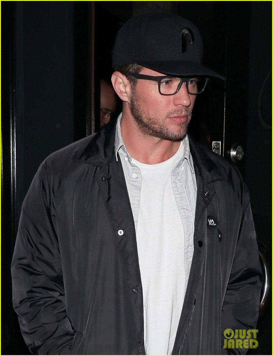 ryan phillippe and breckin meyer grab dinner together in weho 014054982