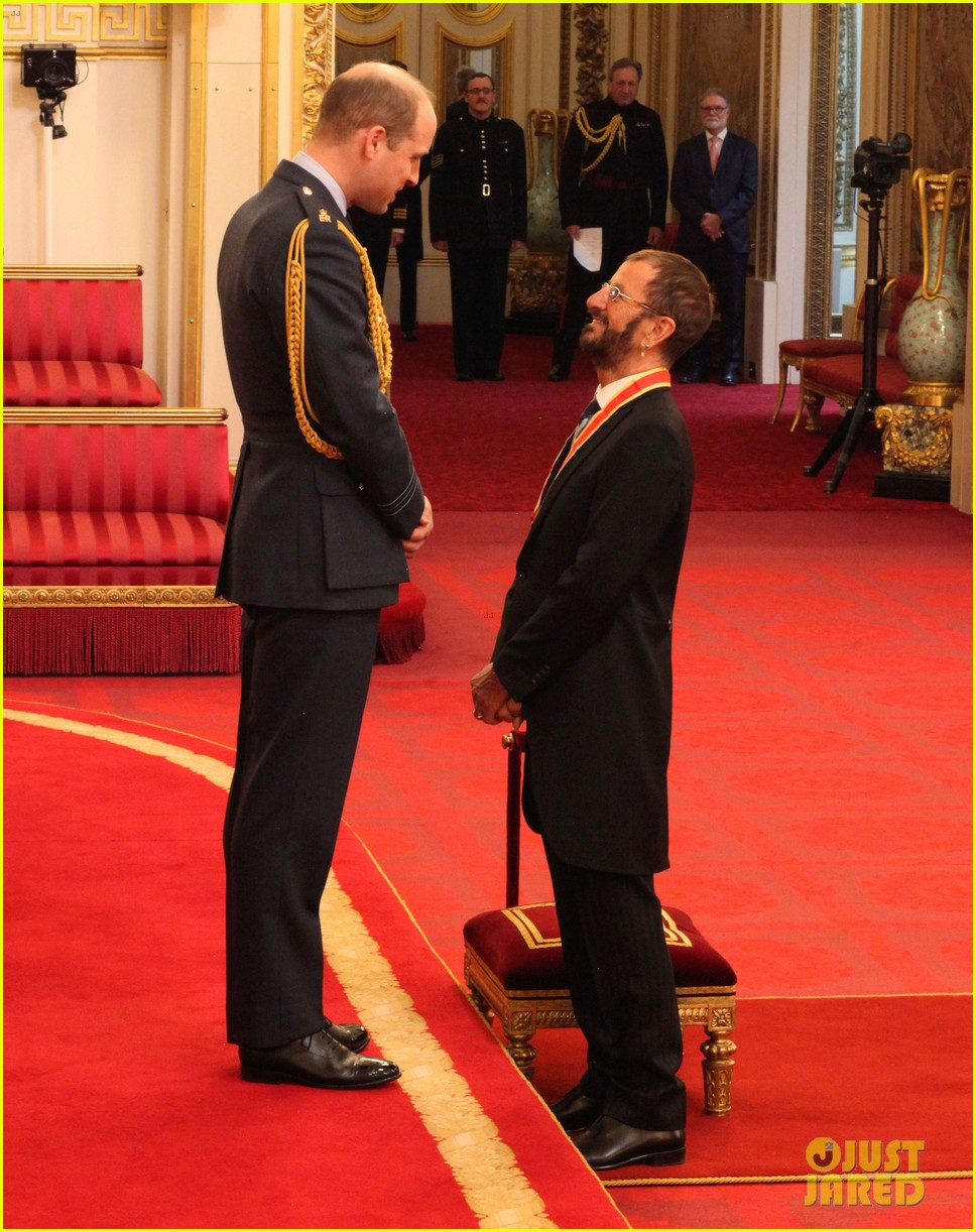 ringo starr gets knighted by prince william 014053358