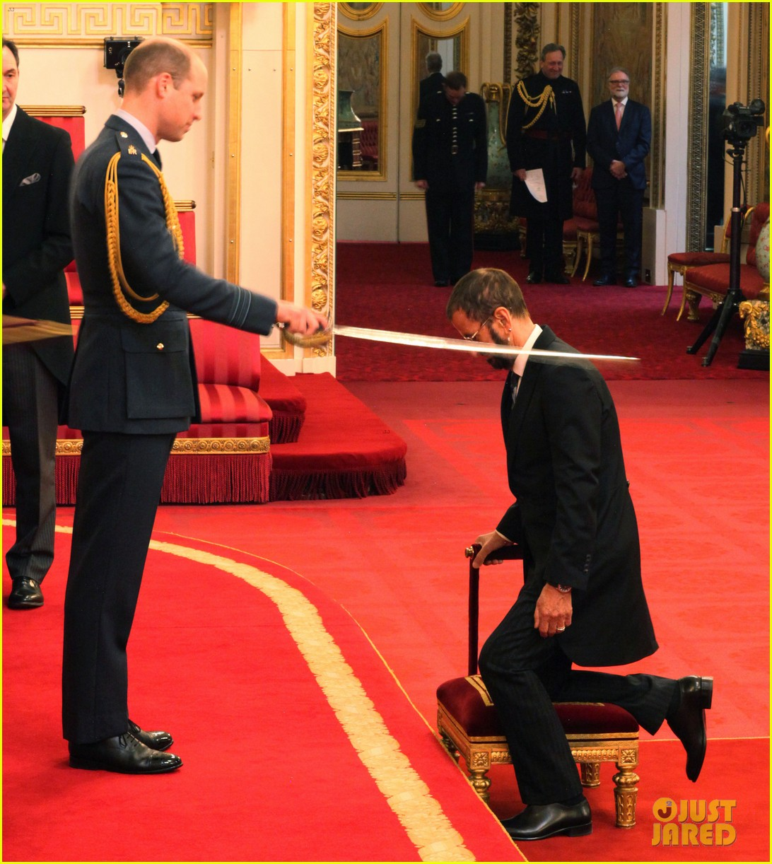 ringo starr gets knighted by prince william 044053361