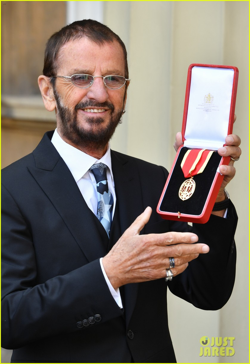 ringo starr gets knighted by prince william 074053364