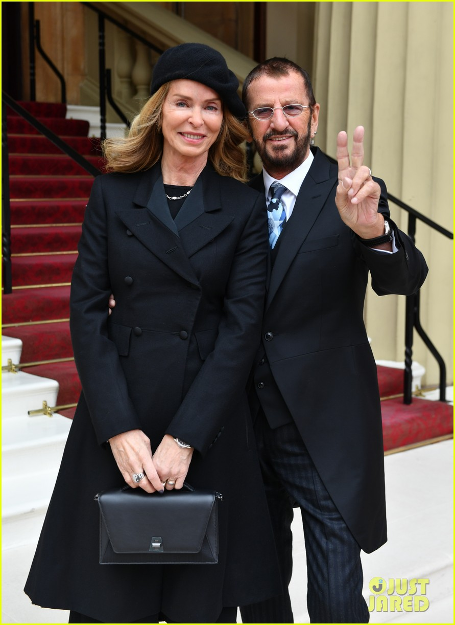 ringo starr gets knighted by prince william 084053365