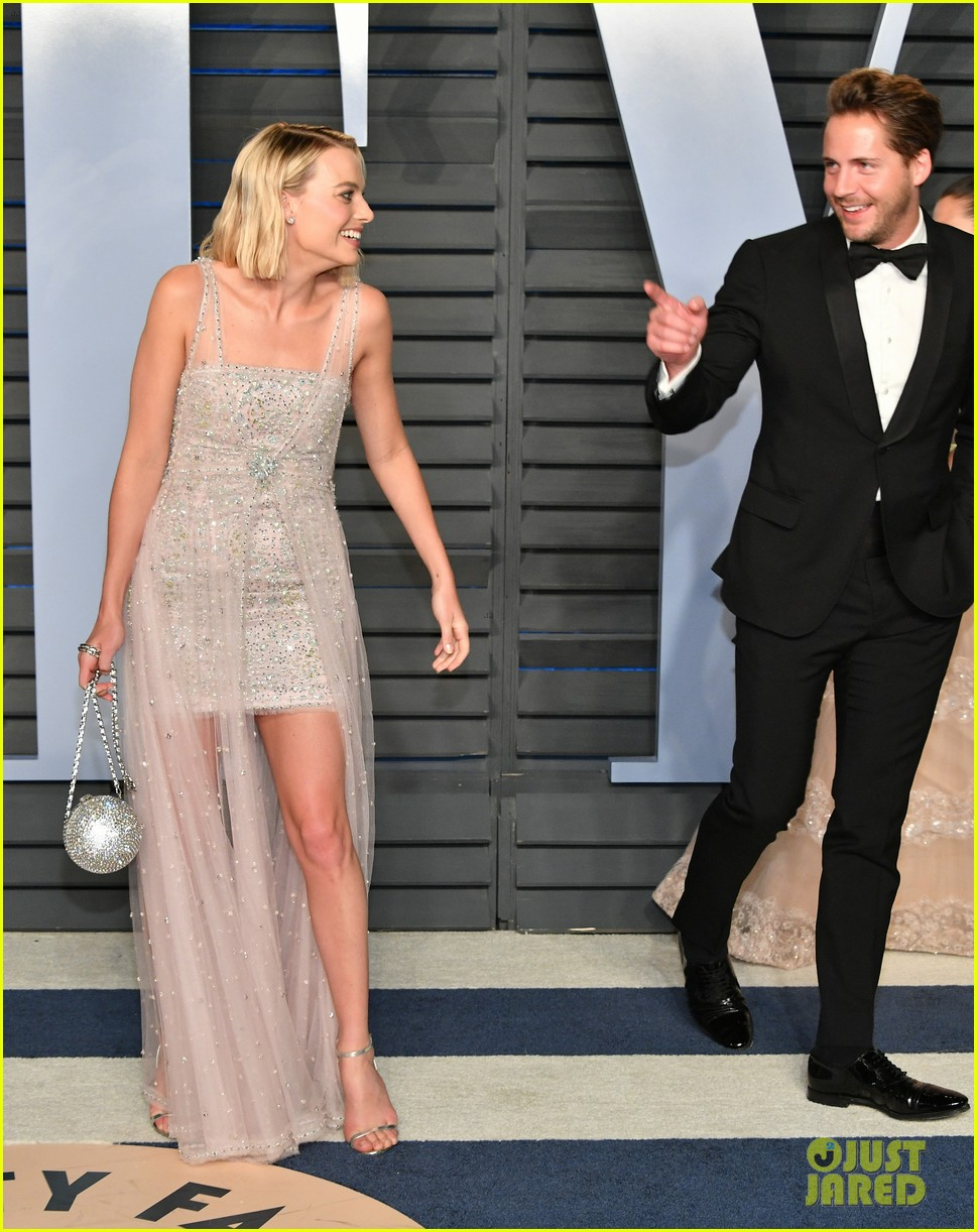 Margot Robbie S Husband Tom Ackerley Joins Her At Vanity Fair Oscars Party 2018 Photo 4045399 2018 Oscars Parties Margot Robbie Tom Ackerley Pictures Just Jared