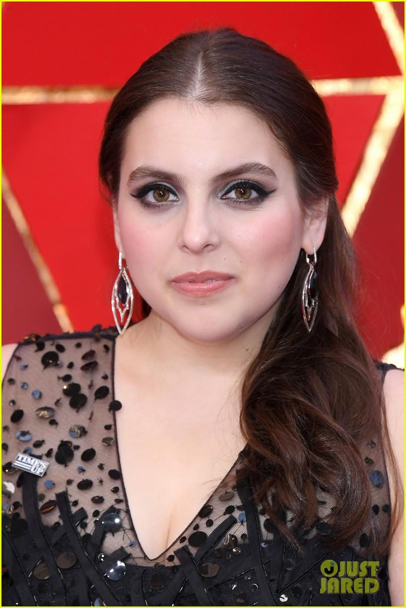 Saoirse Ronan Amp Beanie Feldstein Rep Lady Bird At Oscars