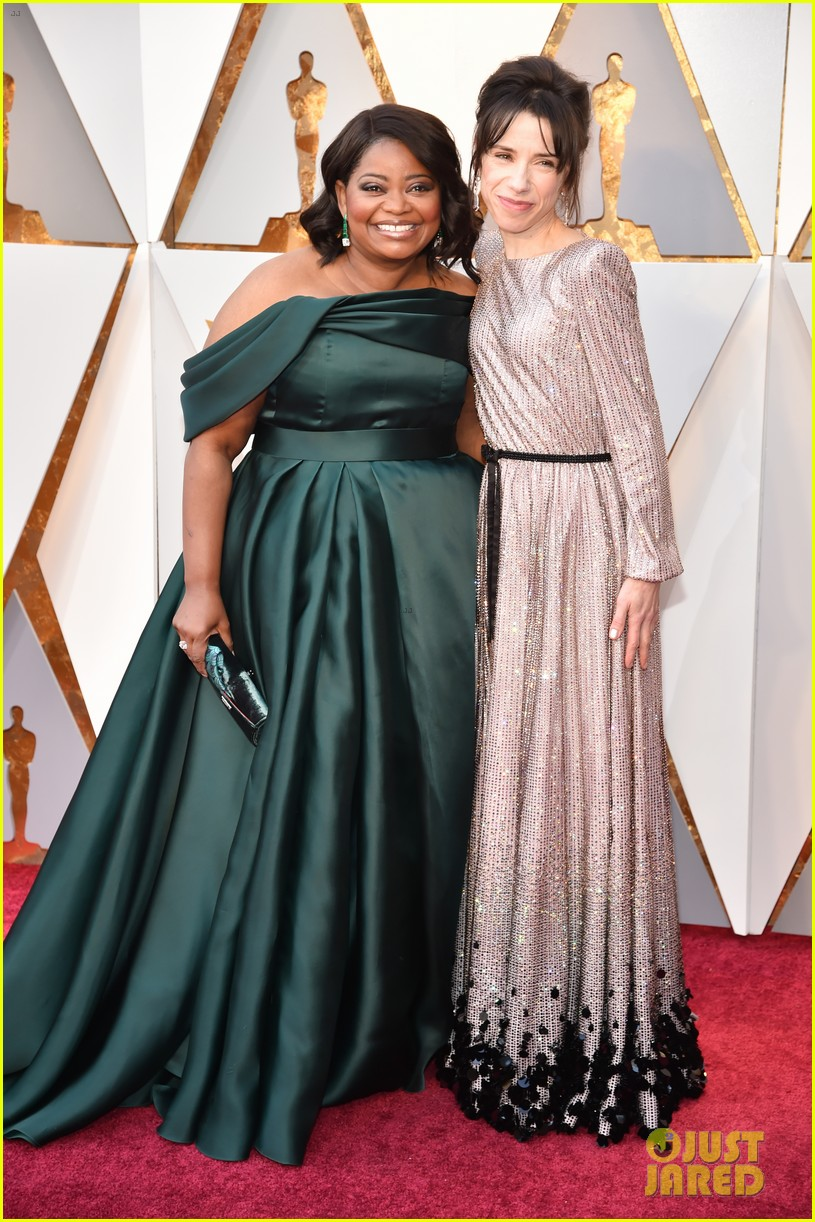 Sally Hawkins Amp Octavia Spencer Bring Shape Of Water To