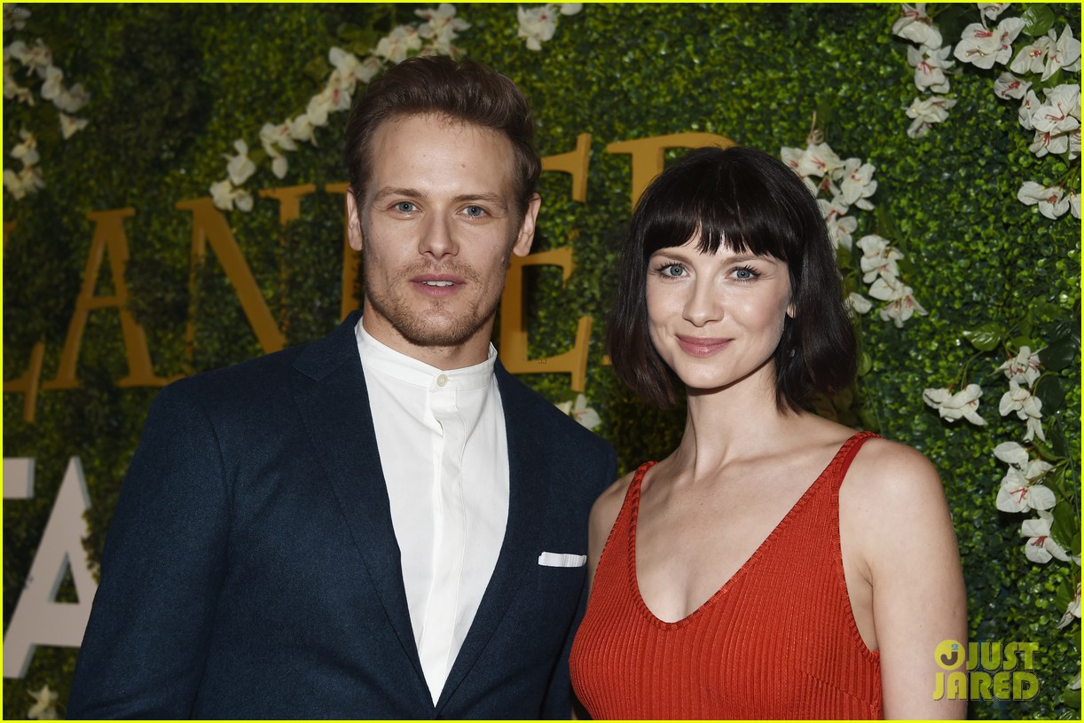 sam heughan caitriona balfe outlander event march 2018 02 34052482