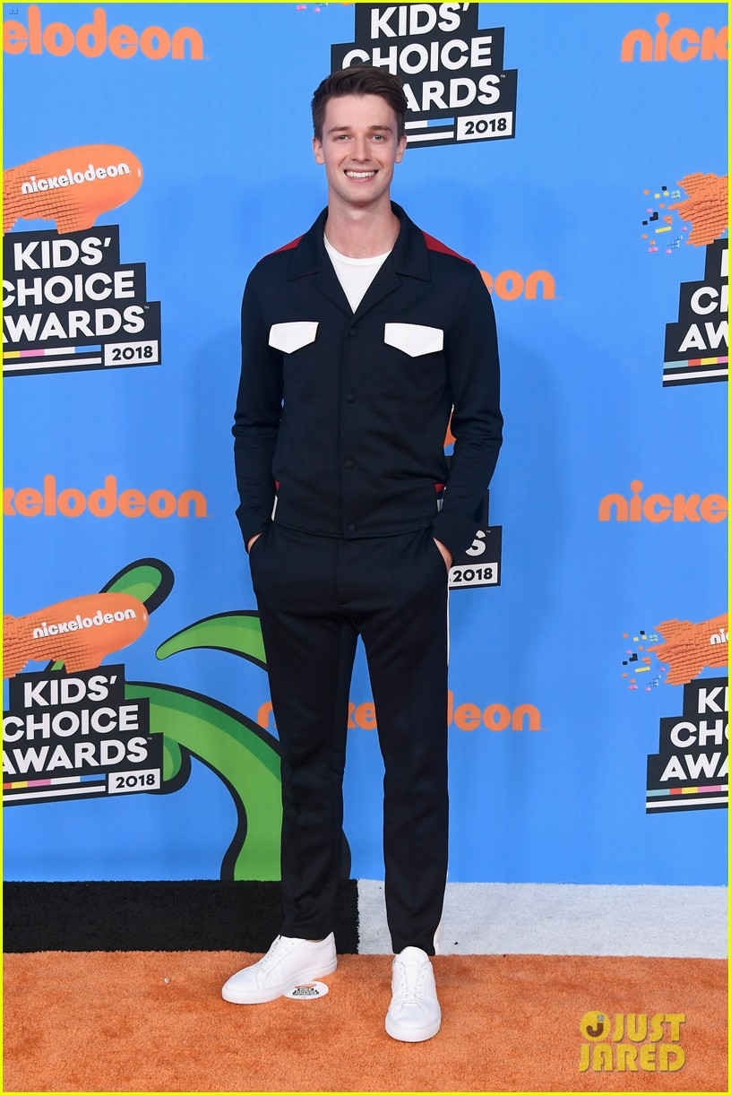 patrick schwarzenegger and kat graham hit the kids choice awards orange carpet 024055560