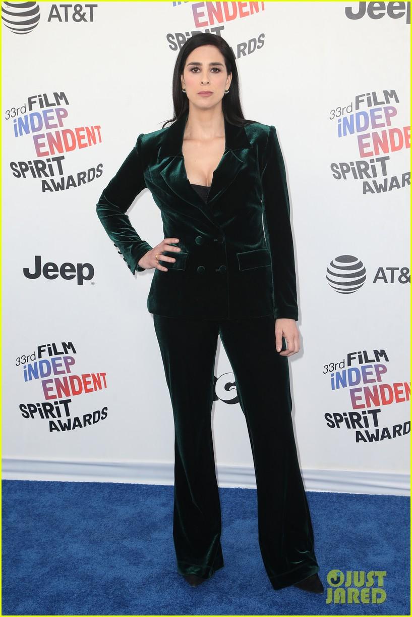 sarah silverman rocks sunglasses velvet suit for spirit awards 2018 064043261