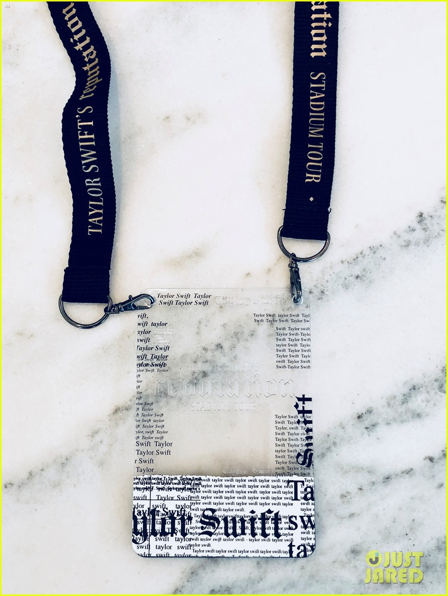 Look Inside Taylor Swifts VIP Invite Boxes For Reputation Stadium Tour Photo 4050213