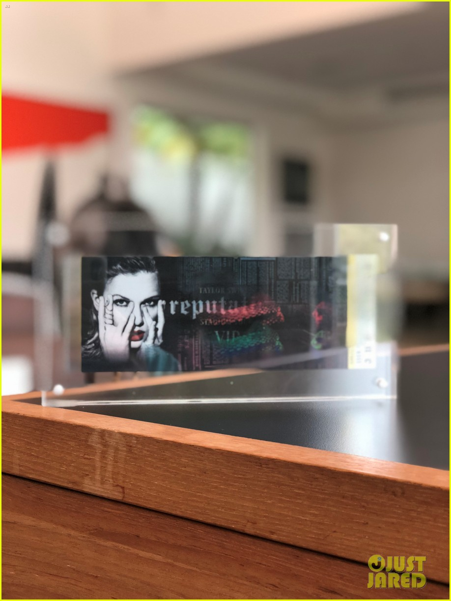 Look Inside Taylor Swifts Vip Invite Boxes For Reputation