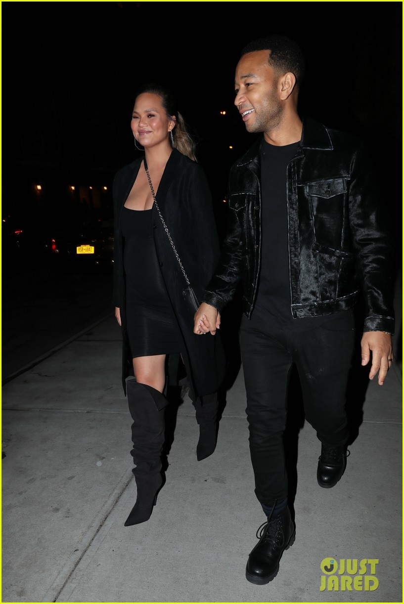 chrissy teigen john legend hold hands on date night in brooklyn 014041796
