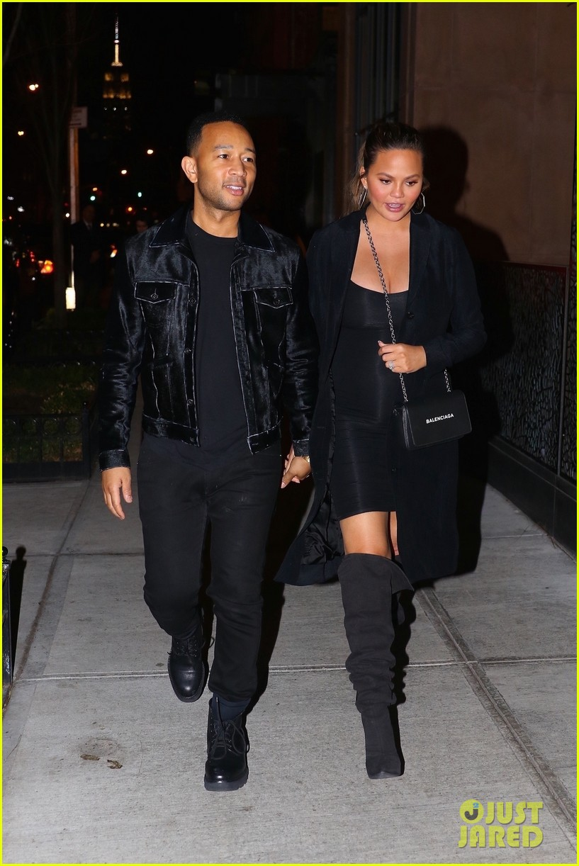 chrissy teigen john legend hold hands on date night in brooklyn 034041798