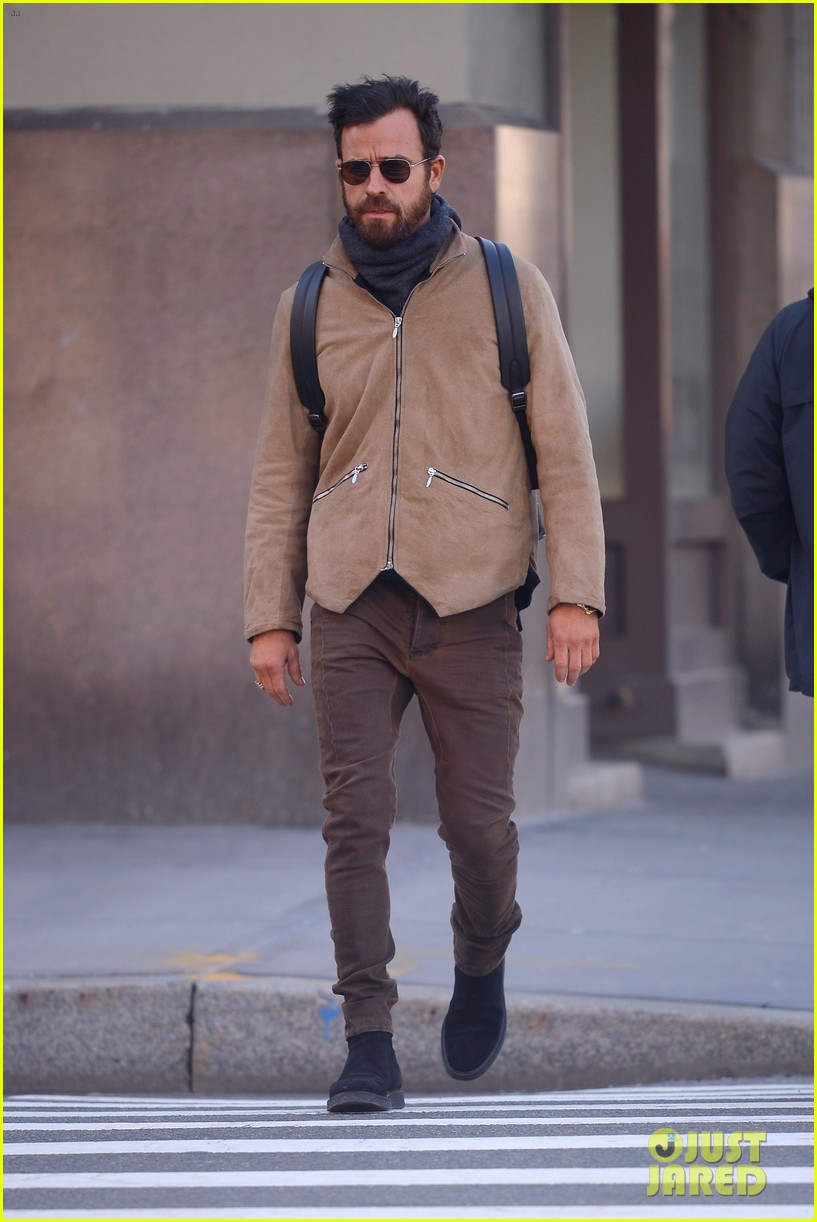 justin theroux bundles up while out in nyc 034050853