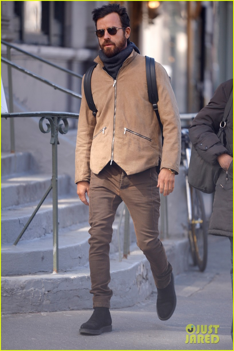 justin theroux bundles up while out in nyc 074050857