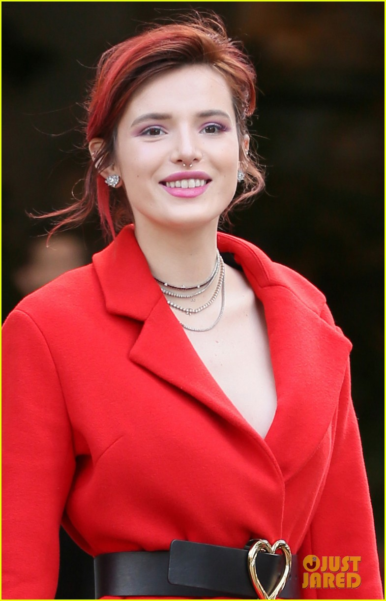bella thorne shows off - photo #43