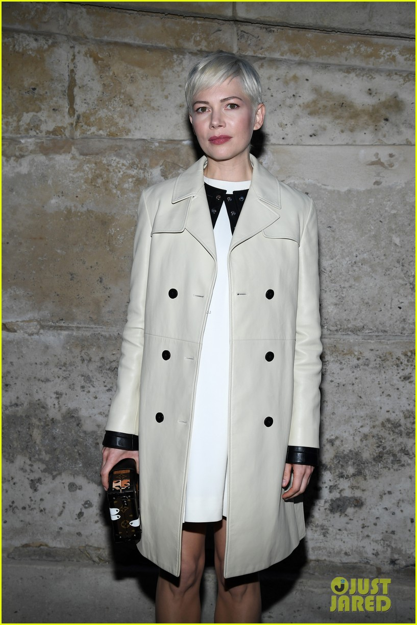michelle williams emma stone sienna miller step out for louis vuitton paris 024046828