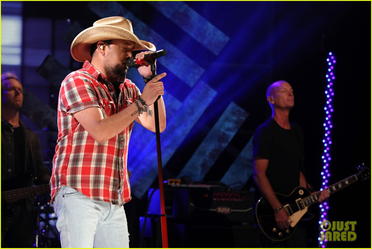 jason aldean talks rough meeting with las vegas shooting survivors 024065861