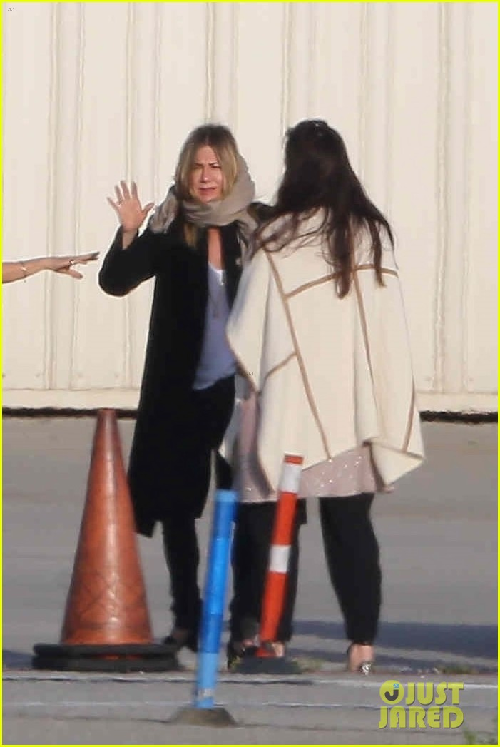 jennifer aniston keeps a low profile in nyc 024073921