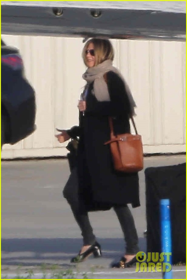 jennifer aniston keeps a low profile in nyc 054073924