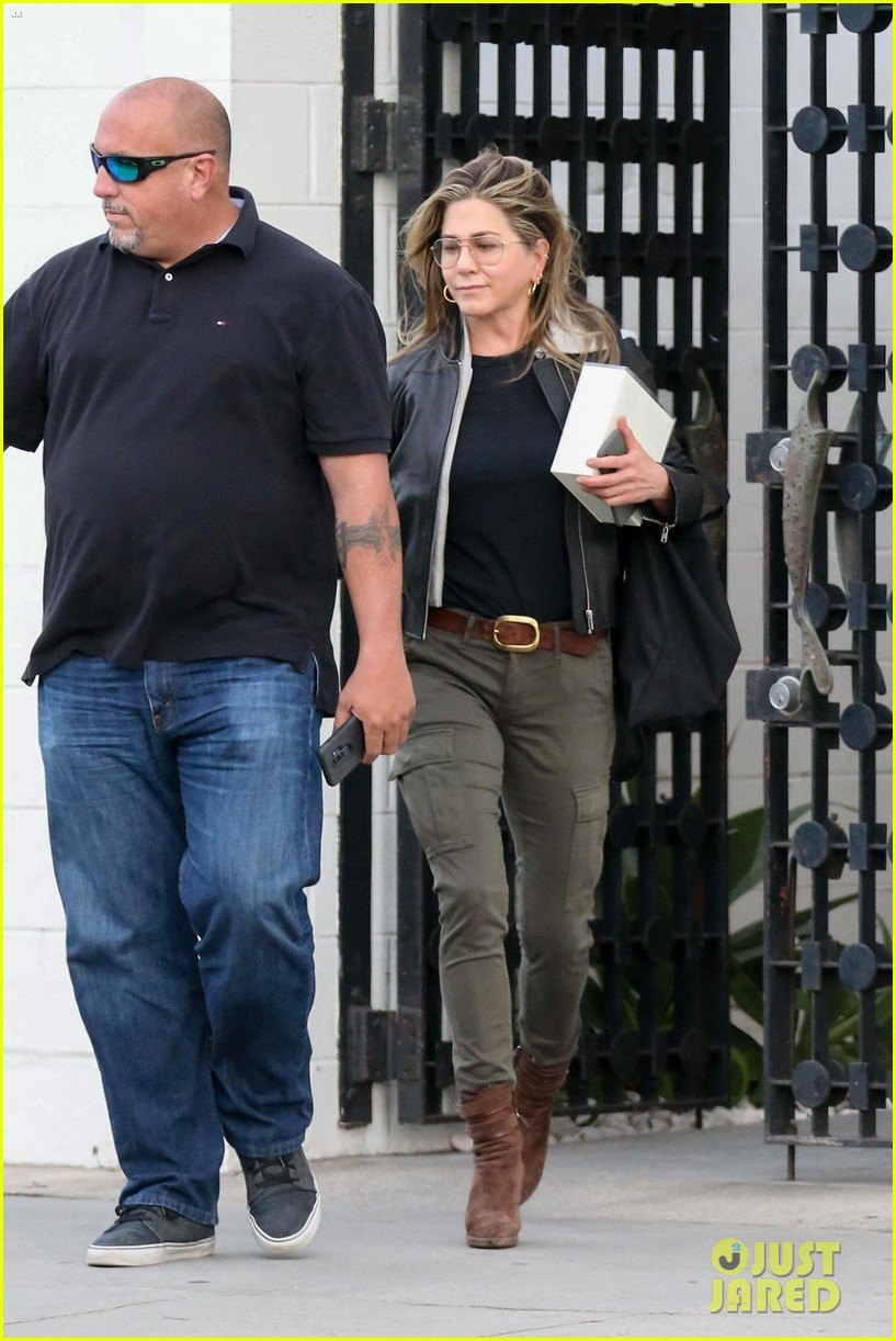 jennifer aniston makes rare appearance since split from justin theroux 024060669