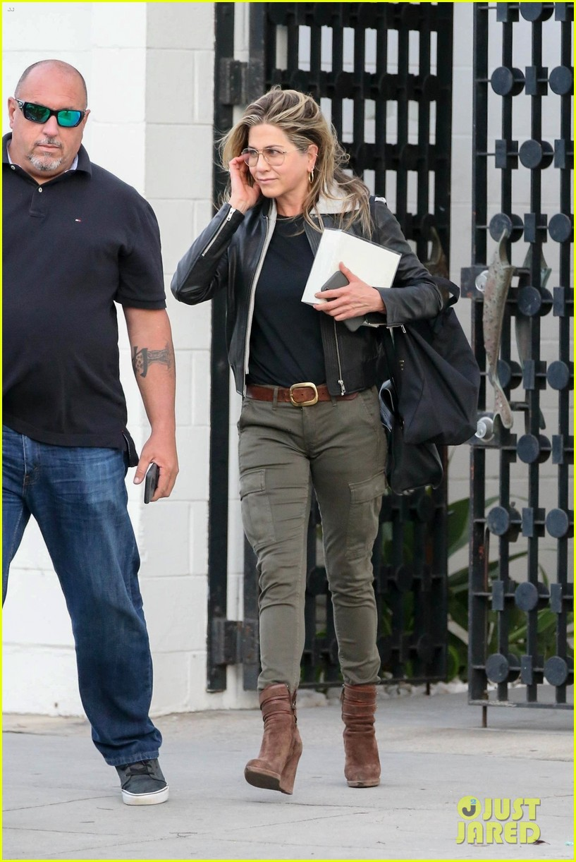 jennifer aniston makes rare appearance since split from justin theroux 064060673