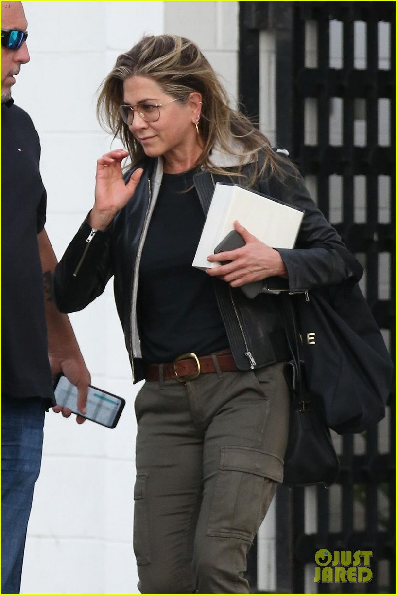 jennifer aniston makes rare appearance since split from justin theroux 074060674