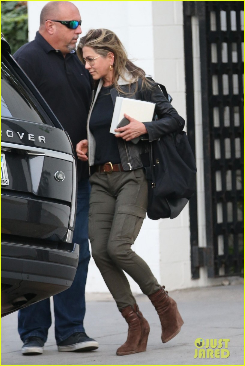 jennifer aniston makes rare appearance since split from justin theroux 154060682