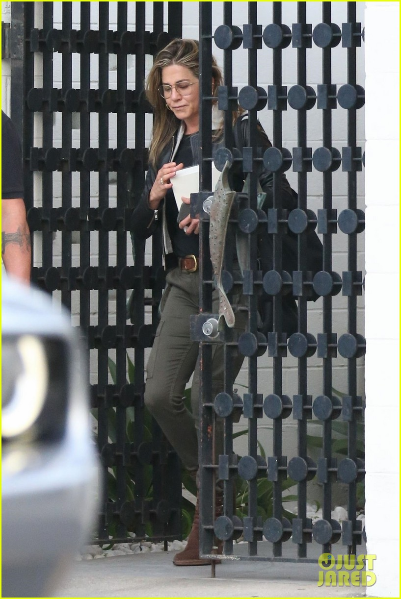 jennifer aniston makes rare appearance since split from justin theroux 174060684