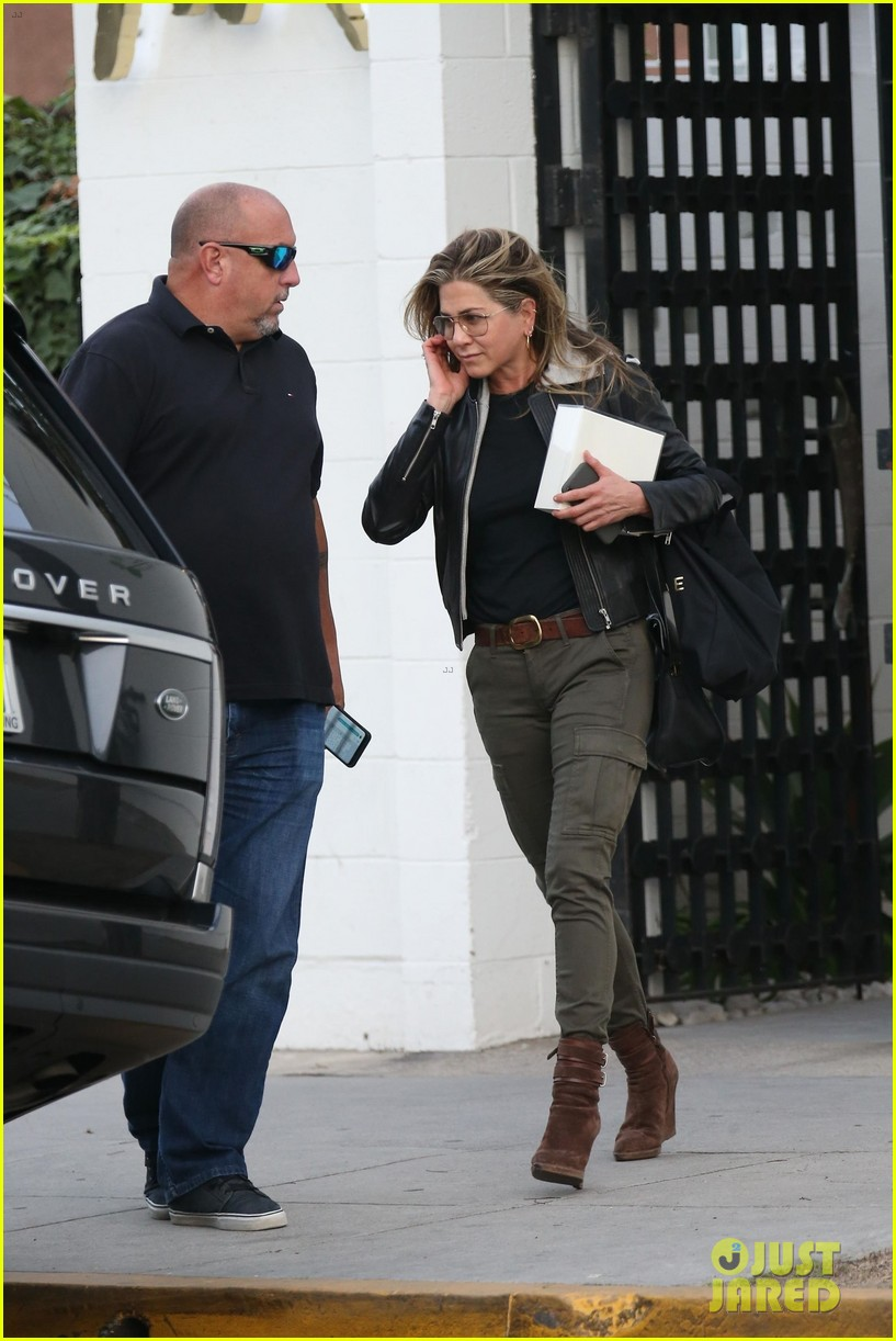 jennifer aniston makes rare appearance since split from justin theroux 304060697