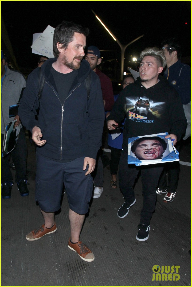 christian bale signs autographs for fans after touching down in la 024060143