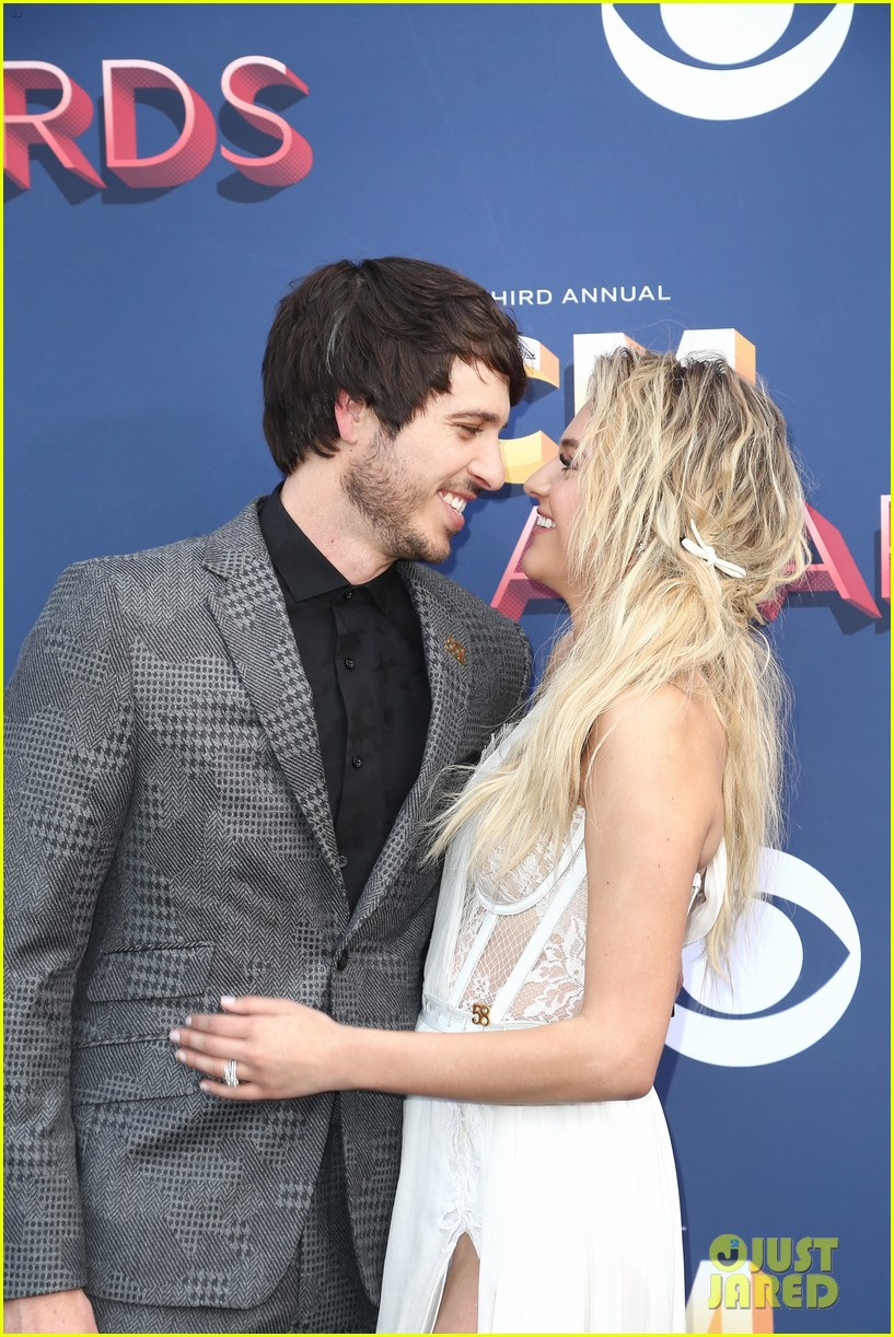 kelsea ballerini morgan evans acm awards 2018 044065266
