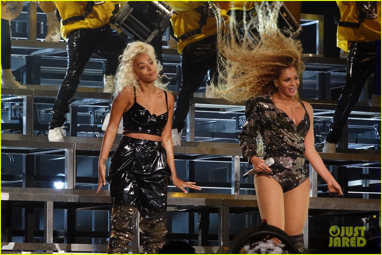 Beyonce & Solange Knowles Have a Dance Off at Coachella ...