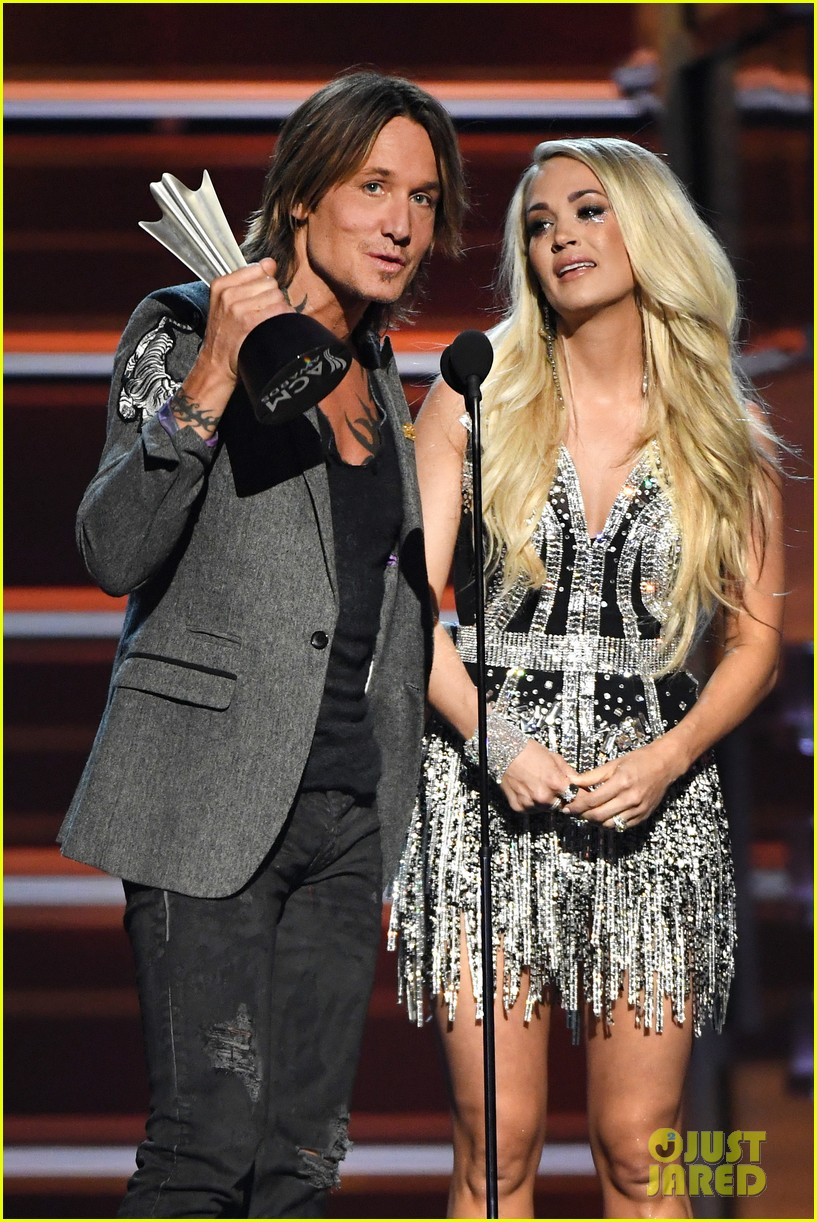 carrie underwood face acm awards 2018 204065497