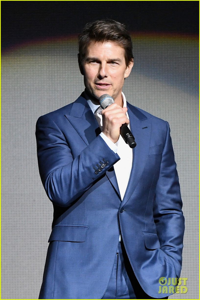 henry cavill angela bassett tom cruise bring impossible 6 to cinemacon044072360