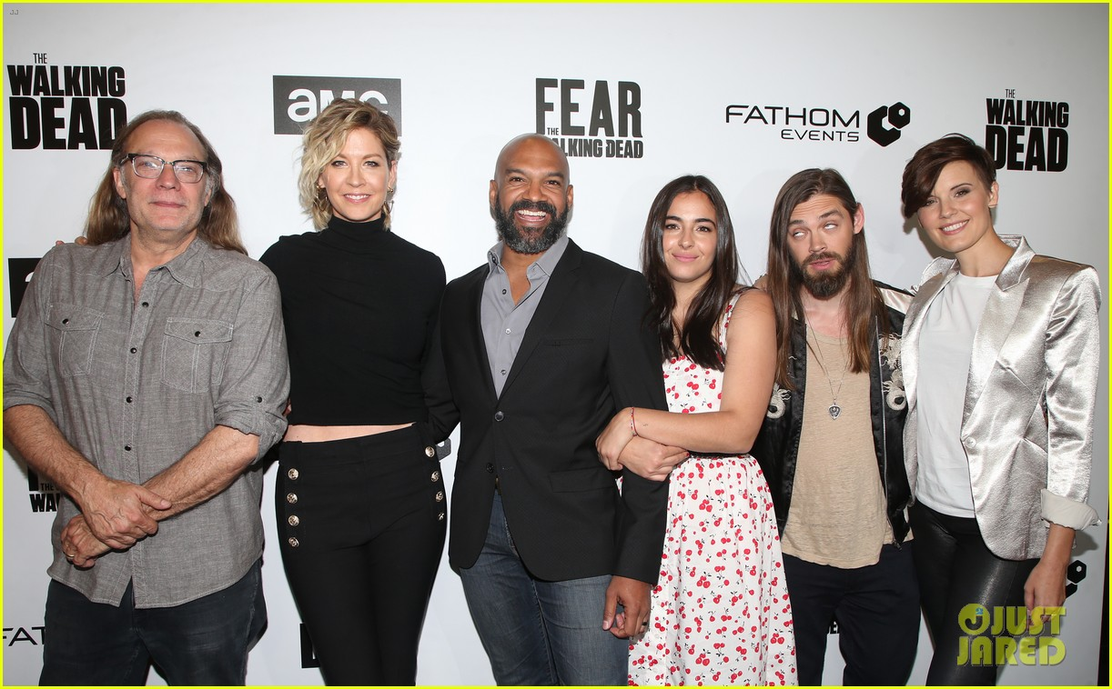 jenna elfman maggie grace more join forces at the walking deads survival sunday 024065806